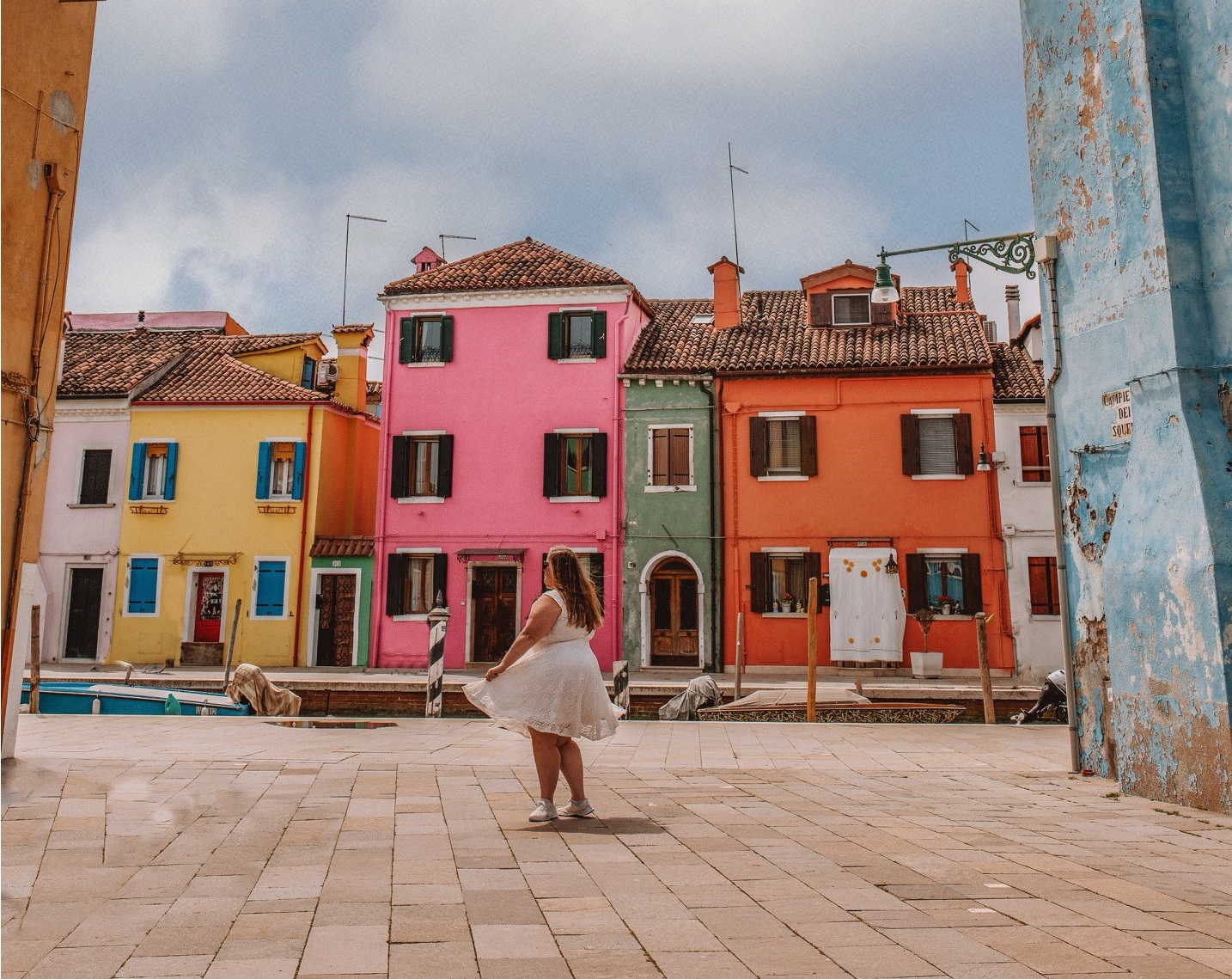 How to get incredible photos of yourself while traveling in Burano, Italy!
