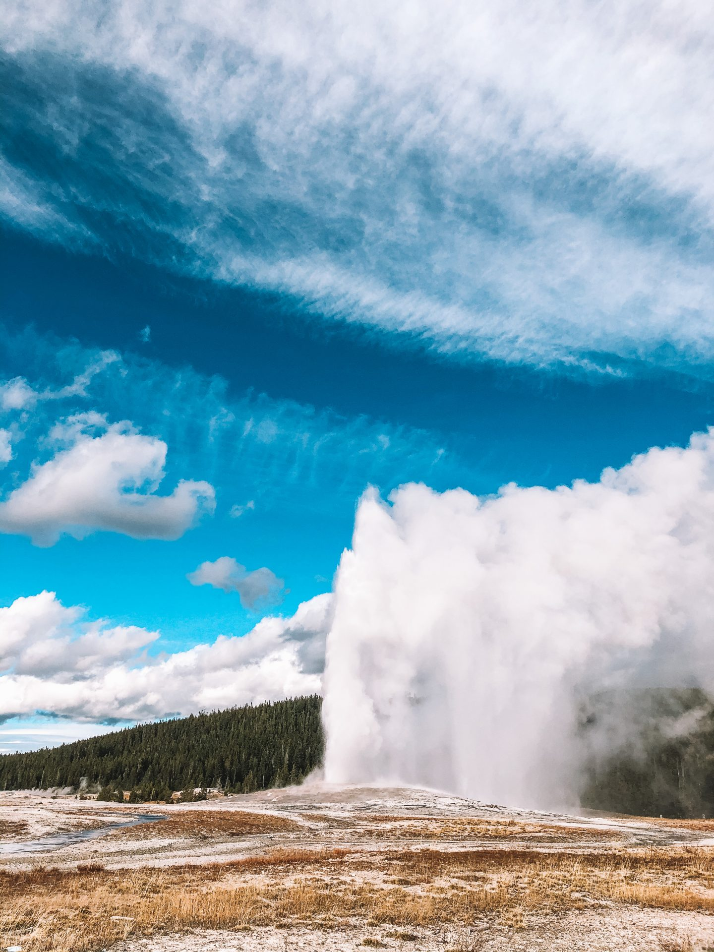 Yellowstone National Park in Wyoming is in my top 10 favorite beautiful places in the US to visit.